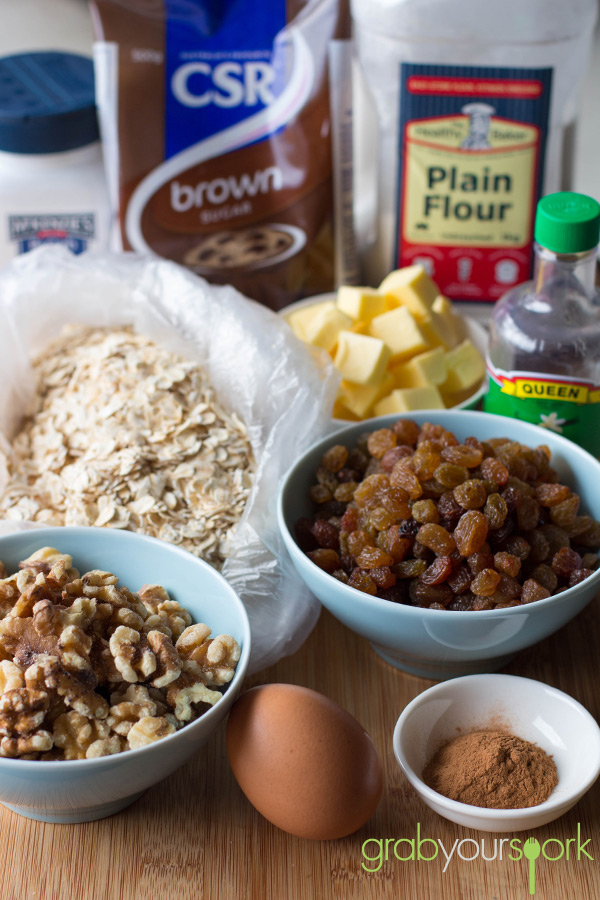 Oatmeal and raisin cookie ingredients